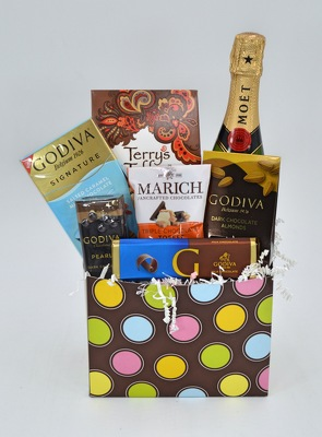 Moët and Godiva Pairing Basket
